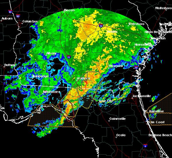 Radar Image for Severe Thunderstorms near Homerville, GA at 4/23/2020 8:05 PM EDT