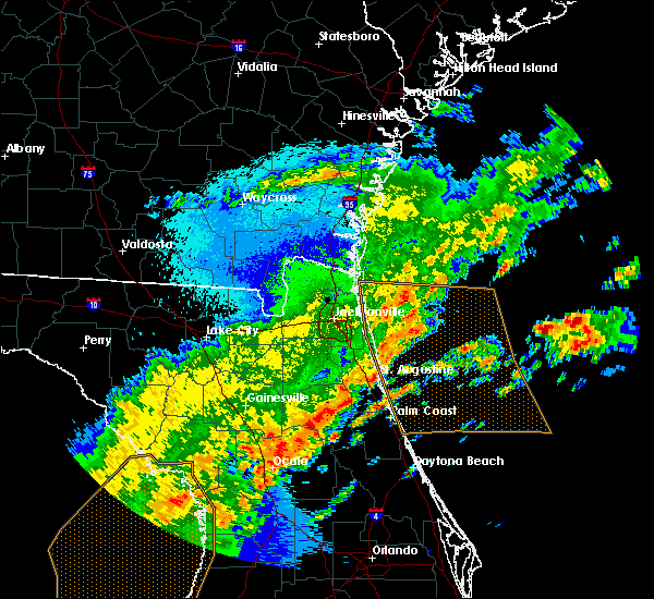 Radar Image for Severe Thunderstorms near Flagler Estates, FL at 4/24/2020 4:18 AM EDT