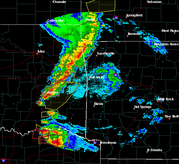 Radar Image for Severe Thunderstorms near Powderly, TX at 4/24/2020 7:38 PM CDT