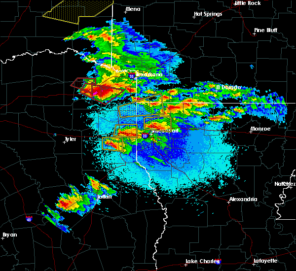 Radar Image for Severe Thunderstorms near Marshall, TX at 4/24/2020 8:33 PM CDT