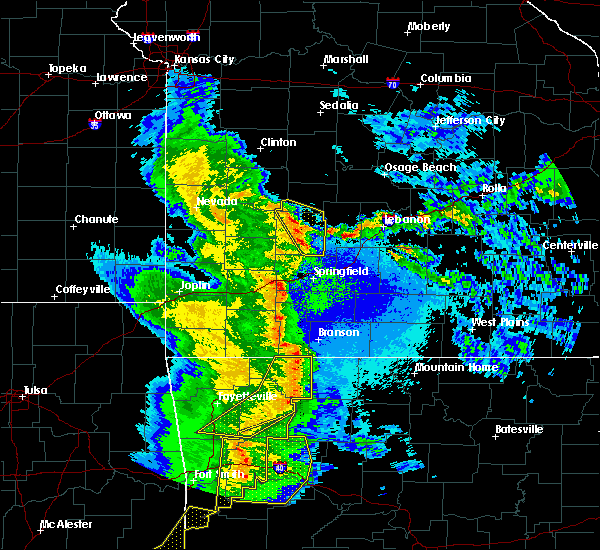 Radar Image for Severe Thunderstorms near Goodnight, MO at 4/24/2020 9:02 PM CDT