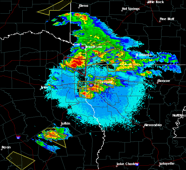 Radar Image for Severe Thunderstorms near Queen City, TX at 4/24/2020 9:08 PM CDT