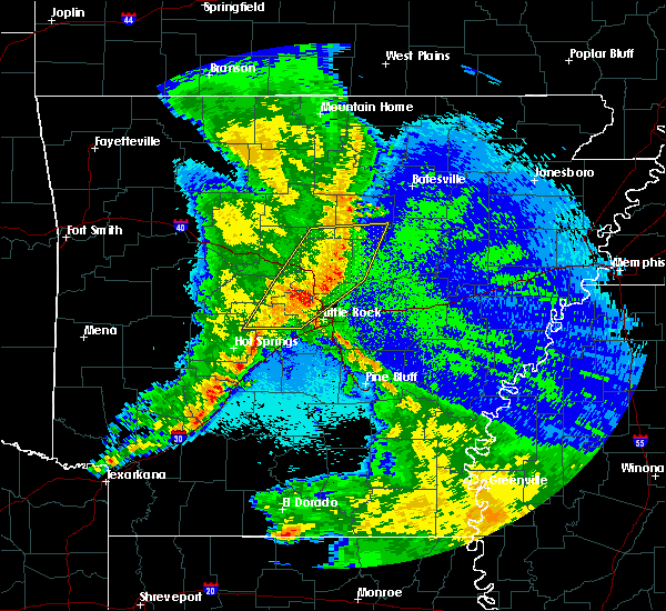 Radar Image for Severe Thunderstorms near Tumbling Shoals, AR at 4/24/2020 11:17 PM CDT