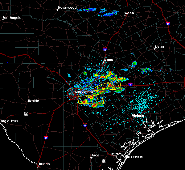 Radar Image for Severe Thunderstorms near Stockdale, TX at 4/25/2020 11:49 AM CDT