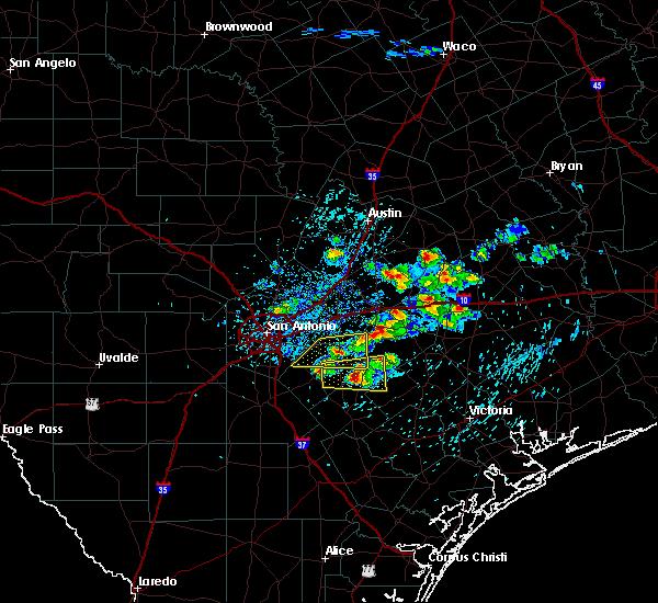Radar Image for Severe Thunderstorms near Stockdale, TX at 4/25/2020 12:12 PM CDT