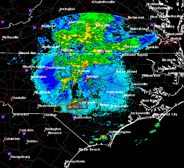 Radar Image for Severe Thunderstorms near Hope Mills, NC at 4/26/2020 1:28 AM EDT