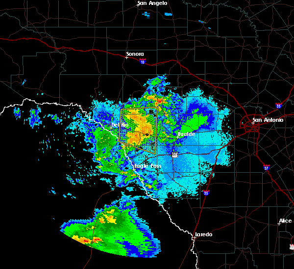 Radar Image for Severe Thunderstorms near Brackettville, TX at 4/27/2020 9:44 PM CDT