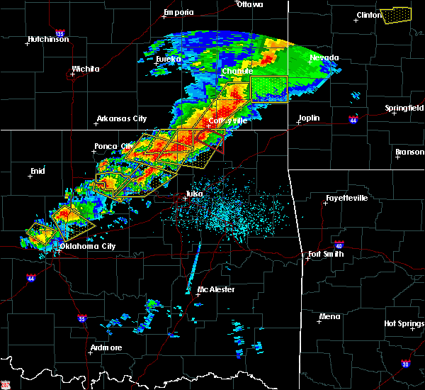 Radar Image for Severe Thunderstorms near Fairfax, OK at 4/28/2020 5:26 PM CDT
