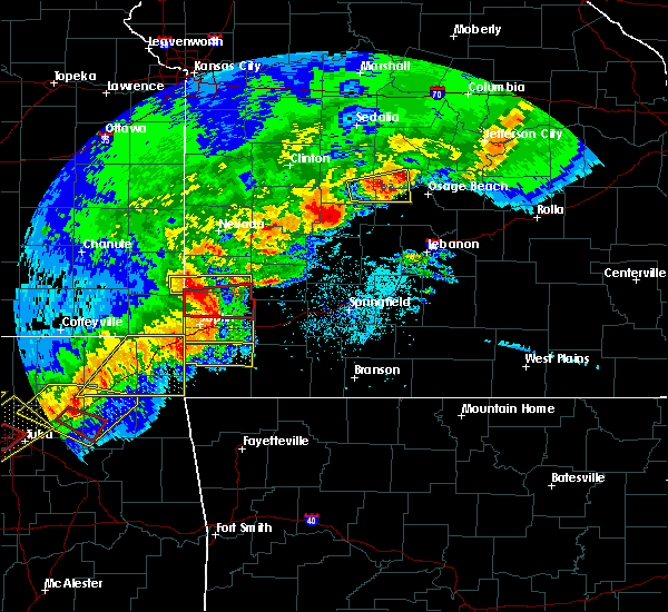 Radar Image for Severe Thunderstorms near La Russell, MO at 4/28/2020 6:21 PM CDT