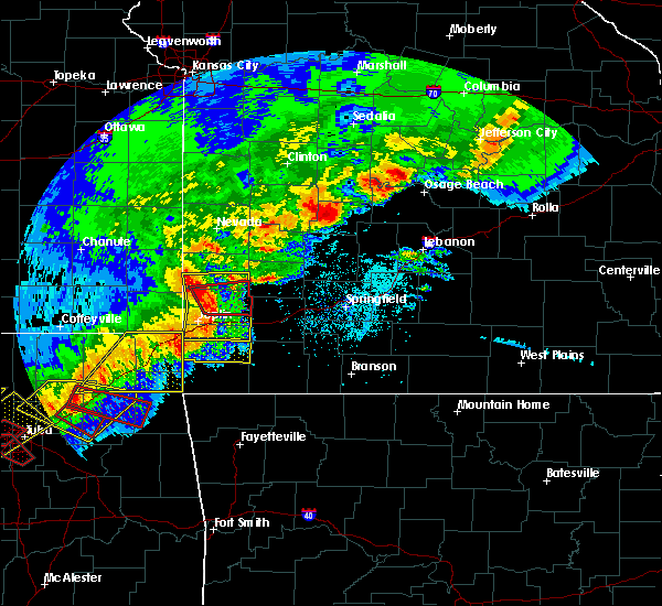 Radar Image for Severe Thunderstorms near La Russell, MO at 4/28/2020 6:26 PM CDT