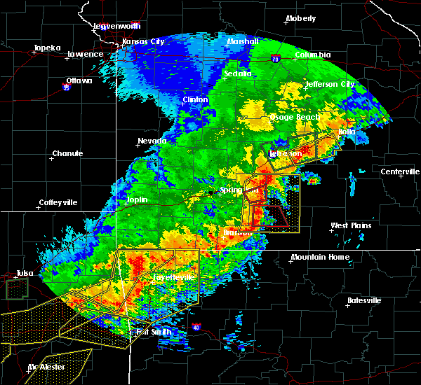 Radar Image for Severe Thunderstorms near Norwood, MO at 4/28/2020 8:01 PM CDT