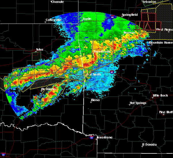 Radar Image for Severe Thunderstorms near Rogers, AR at 4/28/2020 8:12 PM CDT