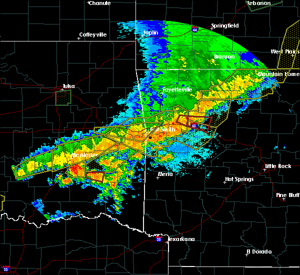 Radar Image for Severe Thunderstorms near New Blaine, AR at 4/28/2020 9:05 PM CDT