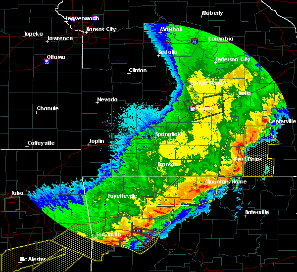 Radar Image for Severe Thunderstorms near Mountain Home, AR at 4/28/2020 9:13 PM CDT