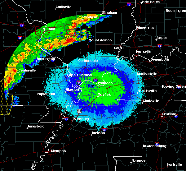 Radar Image for Severe Thunderstorms near Fairdealing, MO at 4/28/2020 9:28 PM CDT
