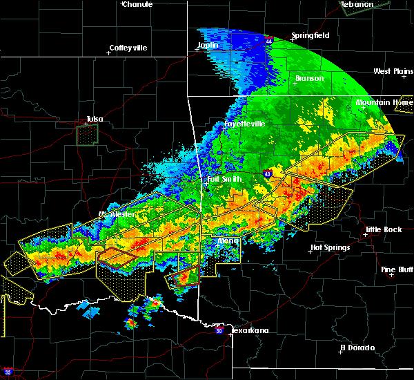 Radar Image for Severe Thunderstorms near Broken Bow, OK at 4/28/2020 9:45 PM CDT