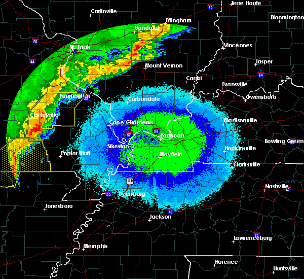 Radar Image for Severe Thunderstorms near Fairdealing, MO at 4/28/2020 9:49 PM CDT