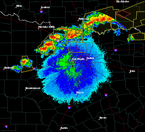 Radar Image for Severe Thunderstorms near Fort Worth, TX at 4/28/2020 10:02 PM CDT