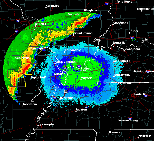 Radar Image for Severe Thunderstorms near Fairdealing, MO at 4/28/2020 10:14 PM CDT
