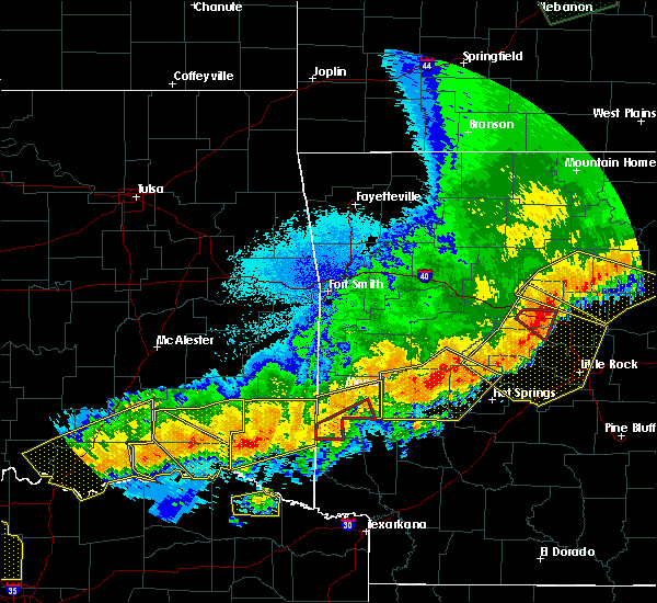 Radar Image for Severe Thunderstorms near De Queen, AR at 4/28/2020 10:28 PM CDT