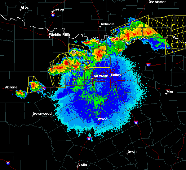 Radar Image for Severe Thunderstorms near Weatherford, TX at 4/28/2020 10:28 PM CDT