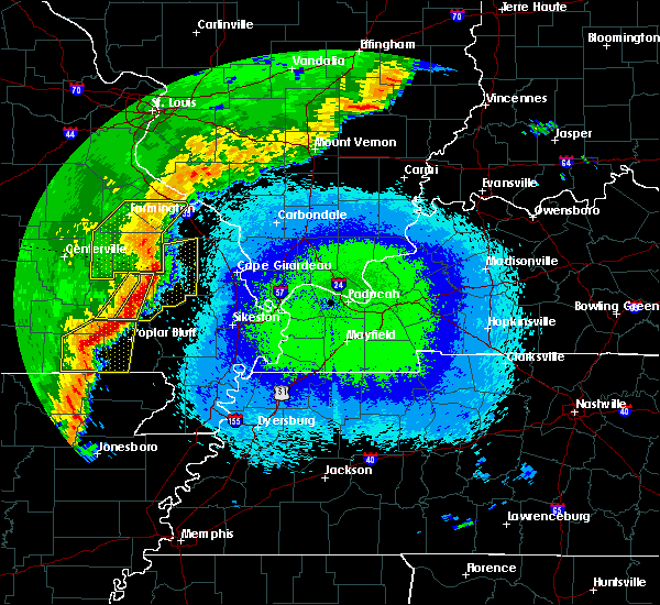 Radar Image for Severe Thunderstorms near Fairdealing, MO at 4/28/2020 10:36 PM CDT