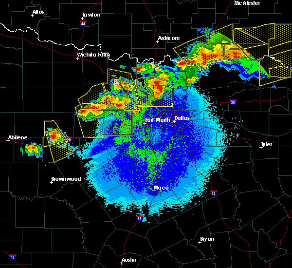 Radar Image for Severe Thunderstorms near Fort Worth, TX at 4/28/2020 10:37 PM CDT