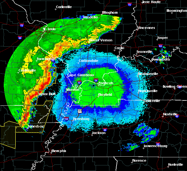 Radar Image for Severe Thunderstorms near Bernie, MO at 4/28/2020 10:44 PM CDT