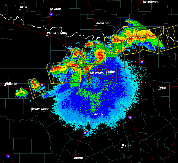 Radar Image for Severe Thunderstorms near Irving, TX at 4/28/2020 10:58 PM CDT