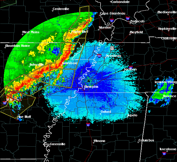 Radar Image for Severe Thunderstorms near Blytheville, AR at 4/28/2020 11:12 PM CDT