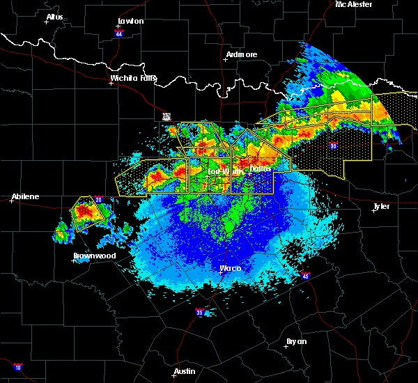 Radar Image for Severe Thunderstorms near Cleburne, TX at 4/28/2020 11:27 PM CDT