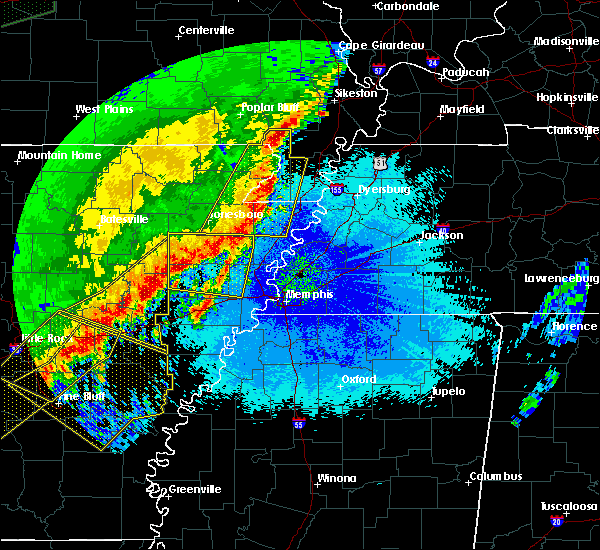Radar Image for Severe Thunderstorms near Blytheville, AR at 4/28/2020 11:37 PM CDT