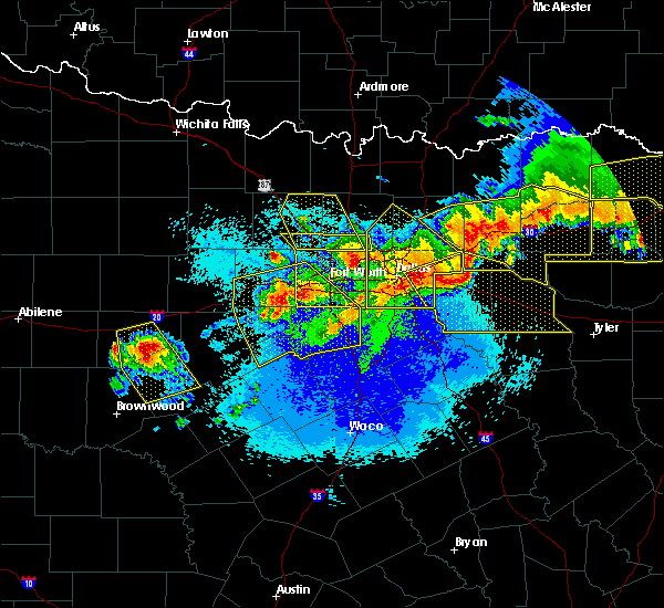 Radar Image for Severe Thunderstorms near Irving, TX at 4/28/2020 11:45 PM CDT