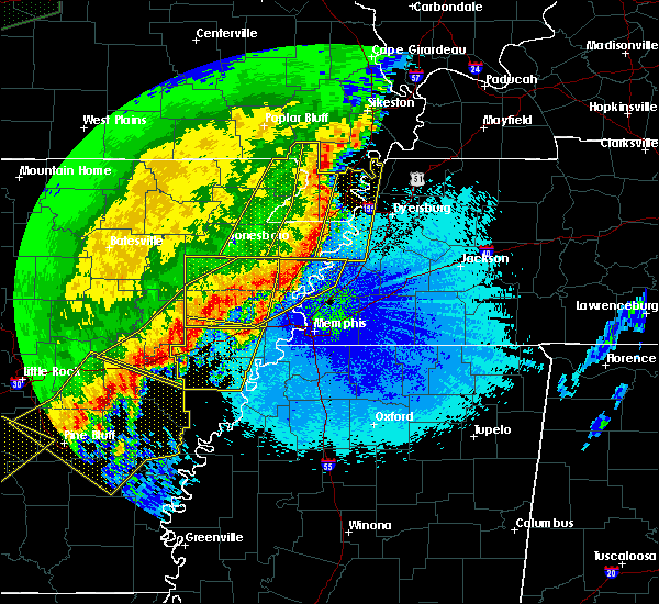 Radar Image for Severe Thunderstorms near Blytheville, AR at 4/28/2020 11:56 PM CDT