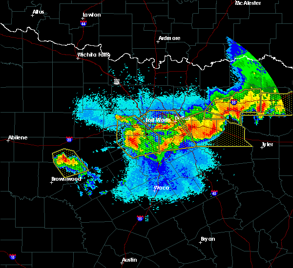 Radar Image for Severe Thunderstorms near Irving, TX at 4/29/2020 12:08 AM CDT