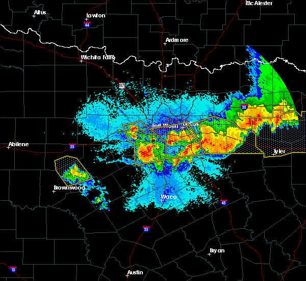 Radar Image for Severe Thunderstorms near Cleburne, TX at 4/29/2020 12:24 AM CDT