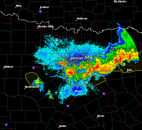Radar Image for Severe Thunderstorms near Weatherford, TX at 4/29/2020 12:36 AM CDT