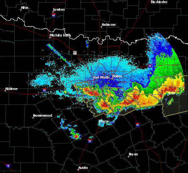 Radar Image for Severe Thunderstorms near Cleburne, TX at 4/29/2020 1:05 AM CDT