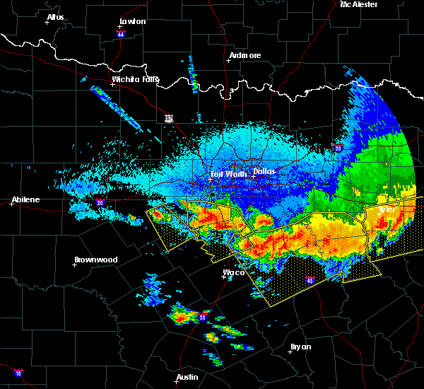 Radar Image for Severe Thunderstorms near Iredell, TX at 4/29/2020 1:23 AM CDT
