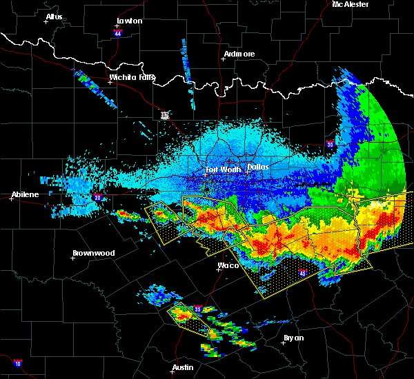 Radar Image for Severe Thunderstorms near Cleburne, TX at 4/29/2020 1:35 AM CDT