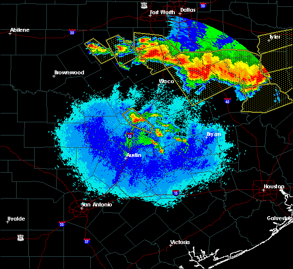 Radar Image for Severe Thunderstorms near Harker Heights, TX at 4/29/2020 1:47 AM CDT