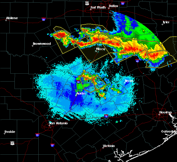 Radar Image for Severe Thunderstorms near Rockdale, TX at 4/29/2020 2:18 AM CDT