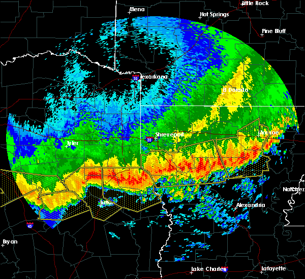 Radar Image for Severe Thunderstorms near Lufkin, TX at 4/29/2020 2:40 AM CDT