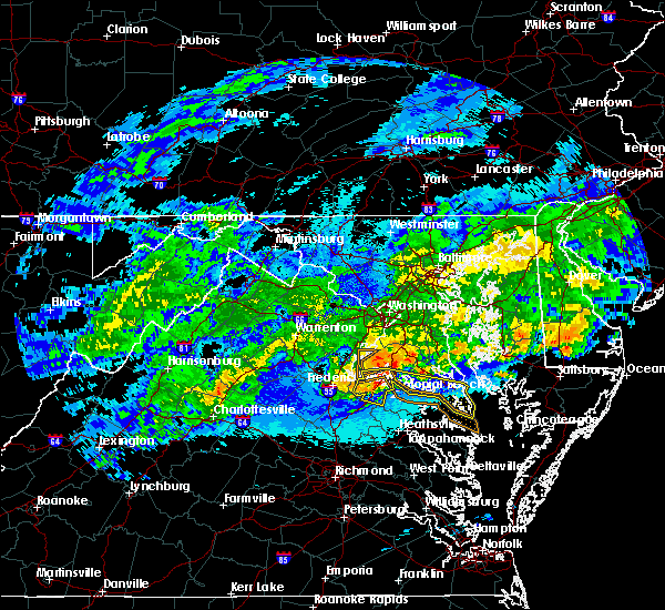 Radar Image for Severe Thunderstorms near Colonial Beach, VA at 5/3/2020 11:28 PM EDT