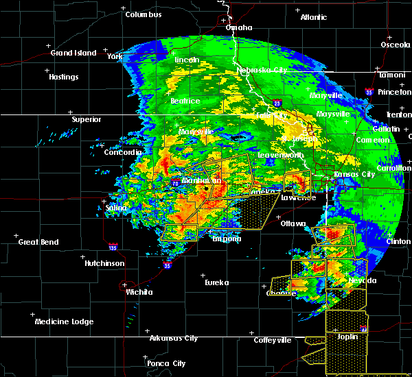 Radar Image for Severe Thunderstorms near Overbrook, KS at 5/4/2020 10:13 AM CDT