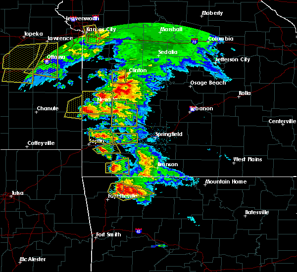 Radar Image for Severe Thunderstorms near Burgess, MO at 5/4/2020 10:59 AM CDT