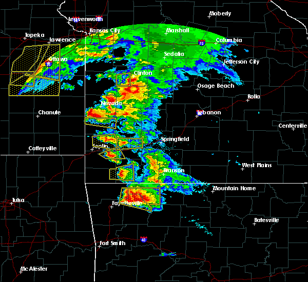 Radar Image for Severe Thunderstorms near Cassville, MO at 5/4/2020 11:08 AM CDT