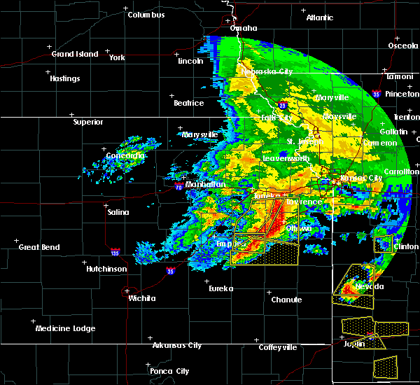 Radar Image for Severe Thunderstorms near Waverly, KS at 5/4/2020 11:12 AM CDT