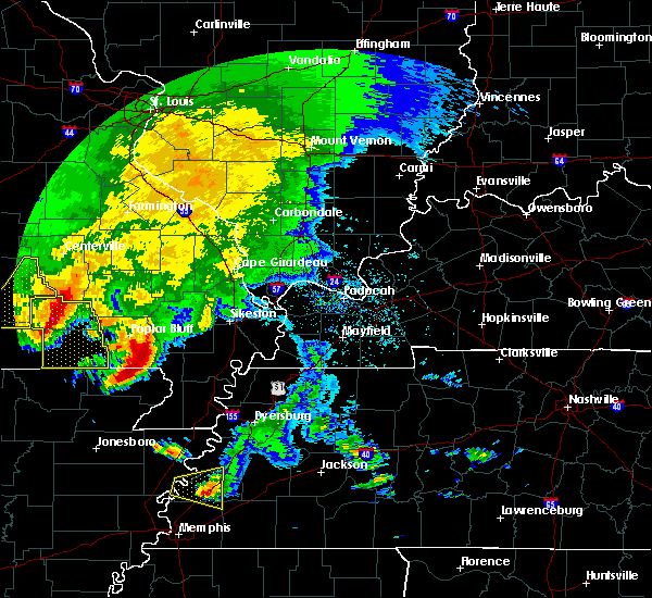 Radar Image for Severe Thunderstorms near Fairdealing, MO at 5/4/2020 4:18 PM CDT