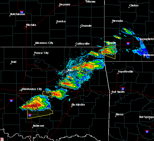 Radar Image for Severe Thunderstorms near Wyandotte, OK at 5/4/2020 6:17 PM CDT